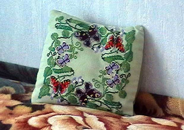 вышивка крестом подушка